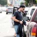 Robert Pattinson Out in LA (March 16, 2015 ) - 391 x 600