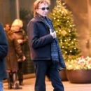 Barry Manilow seen leaving his hotel in New York City, New York on December 16, 2014 - 402 x 594