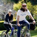 Kate Hudson – Bike Ride in Pacific Palisades