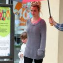 Britney Spears' Shopping Session with the Boys