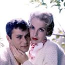 Janet Leigh and Tony Curtis - 454 x 362