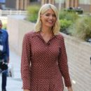 Holly Willoughby – Filming This Morning Outside ITV studios in London - 454 x 638