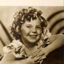 Shirley Temple - Picture Play Magazine Pictorial [United States] (May 1935) - 454 x 640