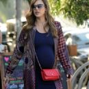 Jessica Alba and Cash Warren out shoppingin Venice Beach, CA - 454 x 842
