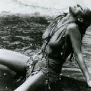 Ursula Andress - 454 x 322