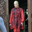 Gwen Stefani and her kids are seen leaving church in Los Angeles, California on February 5, 2017 - 396 x 600