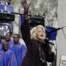 "Faith Hill - Performs On The NBC ""Today"" Television Show In New York's Rockefeller Center, 24.11.2008."