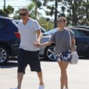 Reese Witherspoon is seen going to the market with husband Jim Toth in Los Angeles, California on June 19, 2016 - 454 x 531