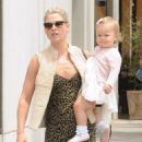 Ali Larter is spotted out for lunch with her daughter Vivienne at the M Cafe in Beverly Hills, California on June 10, 2016 - 454 x 578