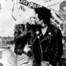 Gary Oldman as Sid Vicious and Chloe Webb as Nancy in Sid and Nancy (1986) - 354 x 400