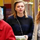 Chloe Moretz – Grabs her salad in NYC