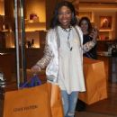 Brandy Norwood – Shopping in Beverly Hills - 454 x 633
