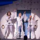 Mamma Mia! Original 2001 Broadway Cast Music Benny Andersson and Bjorn Ulvaeus - 454 x 302