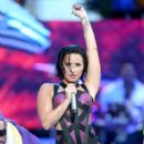 Demi Lovato At The 2015 MTV Video Music Awards - Pepsi Stage - Show - 400 x 600