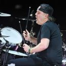 Lars Ulrich of Metallica performs during a stop of the band's WorldWired Tour at T-Mobile Arena on November 26, 2018 in Las Vegas, Nevada - 454 x 551