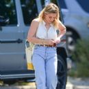 Hilary Duff – Out for coffee in Studio City - 454 x 636