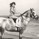 Priscilla Presley - 363 x 458