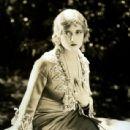 Dorothy Gulliver - 438 x 577