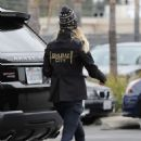 Kaley Cuoco – Takes her dog to ACCESS Specialty Animal Hospital in Woodland Hills - 454 x 632