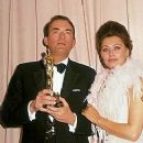 Sophia Loren and Gregory Peck At The 35th Annual Academy Awards (1963) - 253 x 404