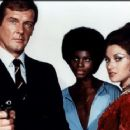 Promo of Roger Moore, Jane Seymour, Gloria Hendry in Live And Let Die (1973) - 454 x 362