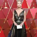Charlize Theron At The 89th Annual Academy Awards - Arrivals (2017) - 372 x 600