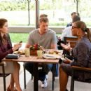 (L-r) JESSICAL BIEL as Kara Monahan, ERIC DANE as Sean Jackson and QUEEN LATIFAH as Paula Thomas in New Line Cinema's romantic comedy 'Valentine's Day,' a Warner Bros. Pictures release. Photo by Ron Batzdorff