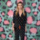 Elizabeth Olsen – KENZO x H&M Launch Event in New York City 10/19/ 2016 - 454 x 681