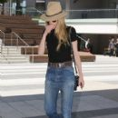 Amber Heard is seen stopping by an office in West Hollywood, California on June 16, 2015 - 422 x 600