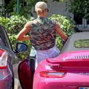 Michelle Hunziker – Spotted at her pink porsche in Milan - 454 x 681