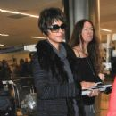 Halle Berry touches down at LAX in Los Angeles, California on December 11, 2016 - 454 x 590