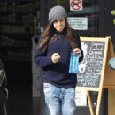 Ellen Page - Stops of at a health bar for a drink in Los Angeles - March 4, 2011