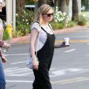 Kirsten Dunst – Grabs a coffee in Los Angeles - 454 x 681