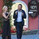 Gillian Anderson and Peter Morgan at a romantic dinner in Portofino - 454 x 560