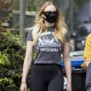 Sophie Turner – Seen while out with her family in Los Angeles - 454 x 917