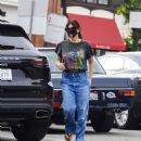 Idina Menzel – In loose jeans seen at Sweet Rose Creamery in Brentwood - 454 x 532