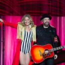 Jennifer Nettles – Performs at the Prudential Center in Newark - 454 x 302