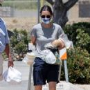 Courteney Cox – Shopping at the Malibu Farmer's Market in Malibu