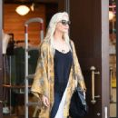 Ashlee Simpson – Shopping candids at Urban Outfitters in Los Angeles - 454 x 725