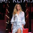 "Bar Refaeli Gets A ""Chiambretti Sunday Night"" Striptease"