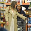 Angelina Jolie Shopping With Daughters In Los Angeles  (September 04, 2019) - 454 x 548