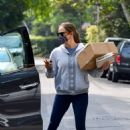 Jennifer Garner – picks up a box from the post office while in Brentwood - 454 x 681