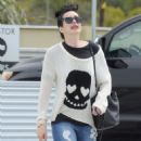 Krysten Ritter – Leaves the Access Specialty Animal Hospital in Culver City - 454 x 668