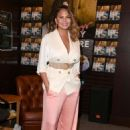 Chrissy Teigen – Signs and Discusses Her New Book 'Cravings: Hungry For More' in LA