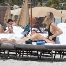 Chiara Ferragni and Fedez on the beach in Miami - 454 x 361