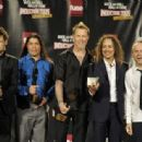Metallica pose in the press room during the 24th Annual Rock and Roll Hall of Fame Induction Ceremony at Public Hall on April 4, 2009 in Cleveland - 454 x 314