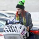 Bella Thorne With Sister – Doing Their Laundry at The Laundromat in LA 11/16/ 2016 - 454 x 681