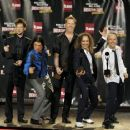 Metallica pose in the press room during the 24th Annual Rock and Roll Hall of Fame Induction Ceremony at Public Hall on April 4, 2009 in Cleveland, Ohio - 454 x 364