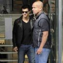 Taylor Lautner: Snazzy in Spain