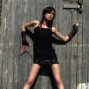 Vikki Blows - Nic Harper Photographs - 370 x 555